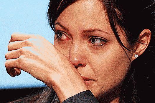 Чому Анджеліна Джолі видалила собі груди?