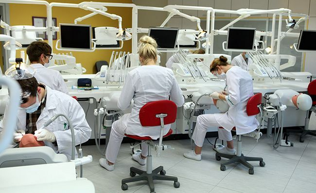 Стоматологія. Наші дні.